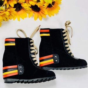 VTG 90s 🌼☀️ sun-strapped wedge booties